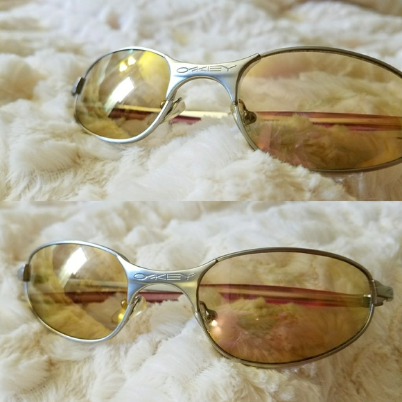 0c81e032db VINTAGE OAKLEY Square Wire 2.0 Sunglasses 💛. M 5aac22d850687cbeb0aa146d